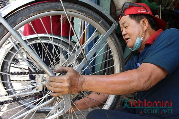 Gặp-gỡ-người-đàn-ông-40-năm-gắn-bó-với-xích-lô-Sài-Gòn